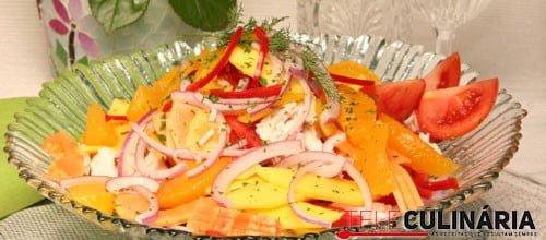Salada de frango com fruta