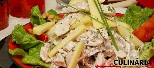 Salada de frango com nozes