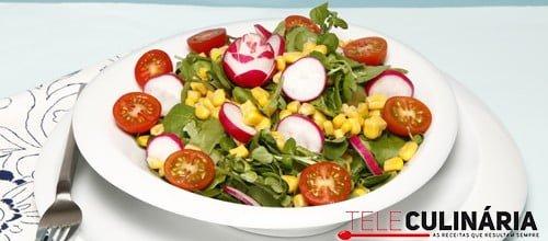 Salada fresca de agrião com rabanetes