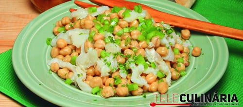 Salada de grão com bacalhau e pimentos