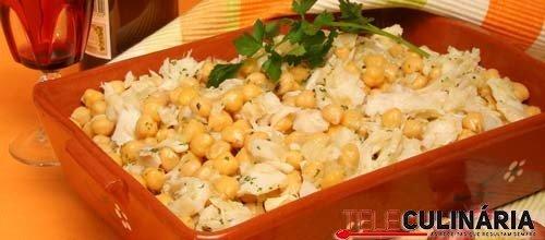 Salada de grão com bacalhau