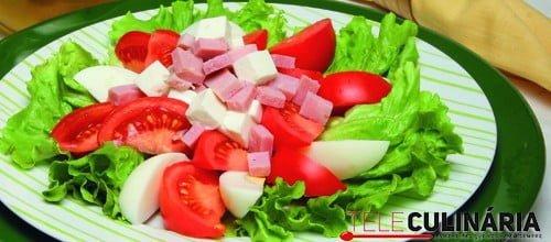 Salada de queijo fresco com fiambre