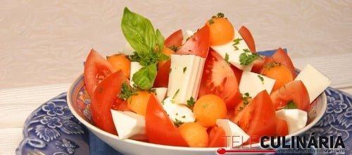 Salada de queijo e meloa