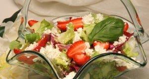 Salada de requeijão com morangos