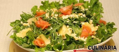 Salada de rúcula com salmão