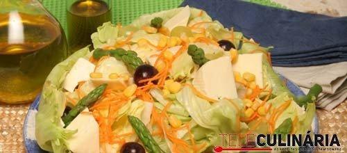 Salada com uvas e queijo de cabra