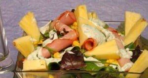 Salada verde com lombo e iogurte
