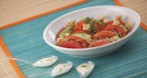 Salada de abacate e toranja com molho de iogurte e lima