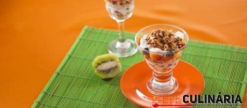 Salada de Fruta com Iogurte e Aveia Tostada TC 005 D