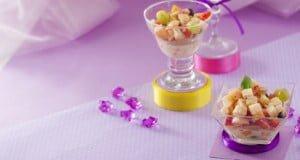 Salada de fruta com leite condensado e bolacha