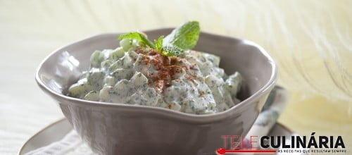Salada de pepino curado