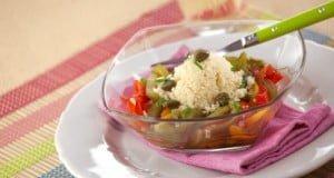 Salada de pimentos com cuscuz de alcaparras e manjericão