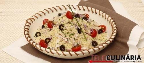 Salada de cuscuz com tomate e coelho