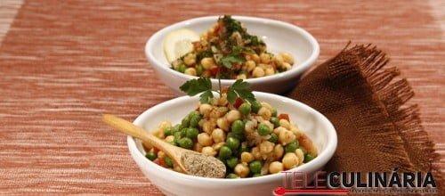Salada de grão e ervilhas com cardamomo