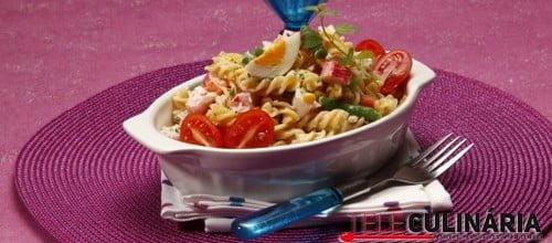Salada de peixe com vegetais 3 D