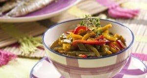 Salada de pimentos com sardinhas assadas