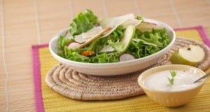 Salada de queijo e maçã com molho de hortelã