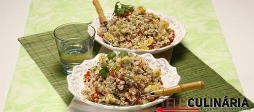 Salada de cuscuz com alcachofras e sultanas
