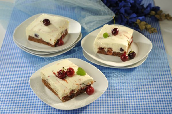 Sobremesa gelada de natas e cerejas 9 D