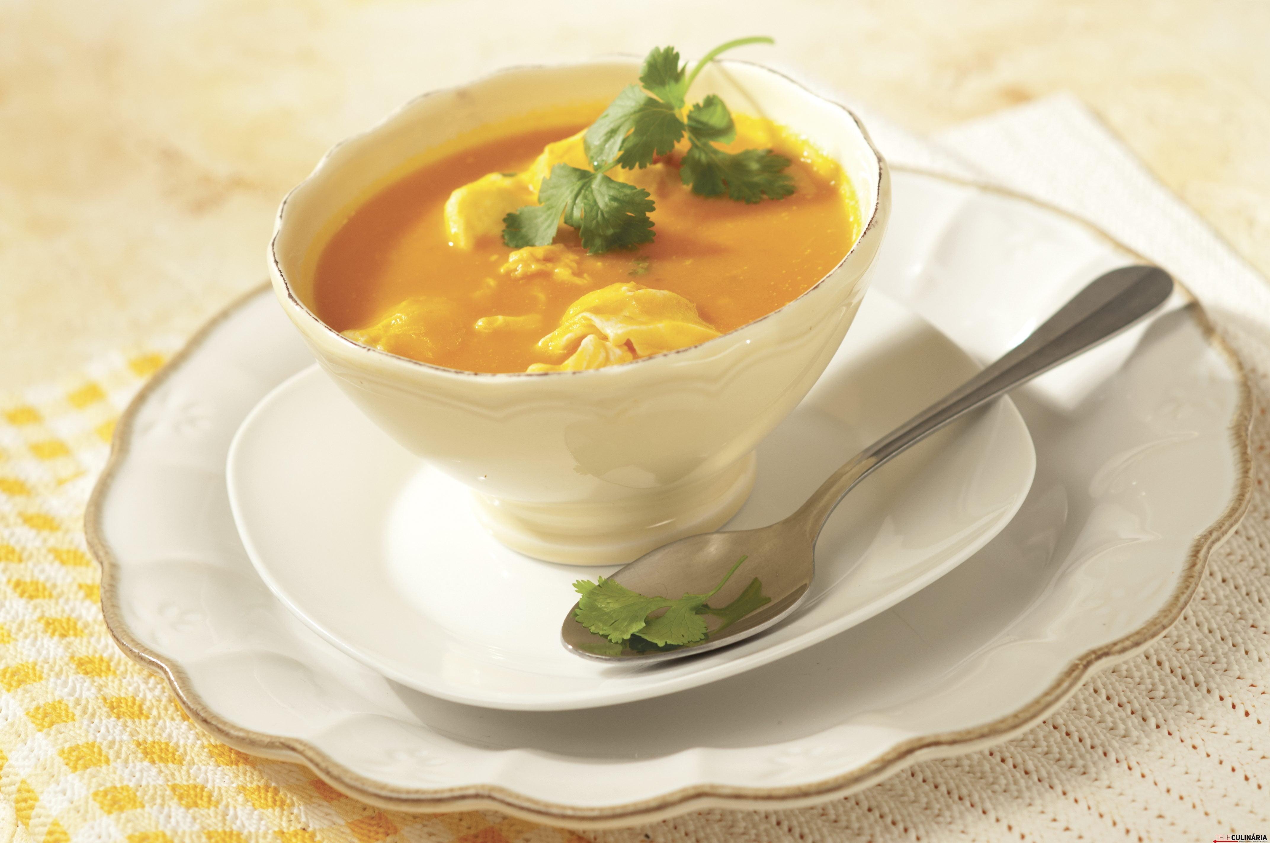 Sopa de tomate com ovos escalfados 1