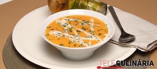 Sopa de abóbora com natas de soja
