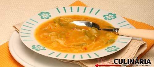 Sopa de courgete com legumes laminados