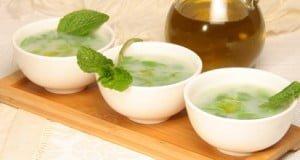 Sopa de feijão verde com hortelã