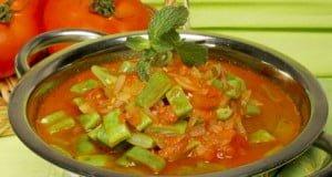 Sopa de feijão verde e tomate
