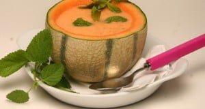Sopa fria de meloa e hortelã
