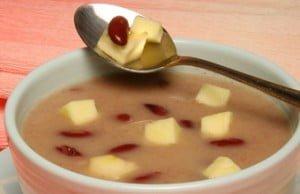 Sopa de maçã com feijão vermelho
