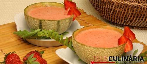 Sopa de meloa com morangos