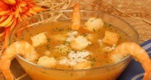 Sopa de peixe com camarão