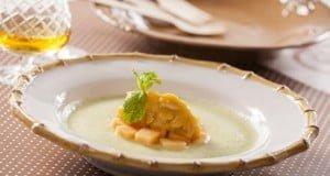 Sopa de meloa com amendoados