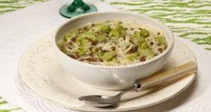 Sopa de favas e lentilhas com aletria e especiarias