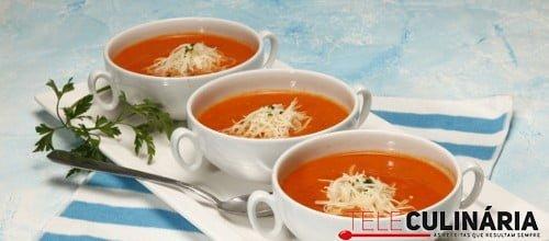 Sopa de tomate com pao 3 D