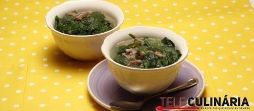 Sopa fácil de carne e espinafres