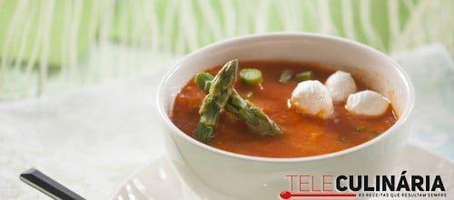 Sopa fria de tomate assado com espargos