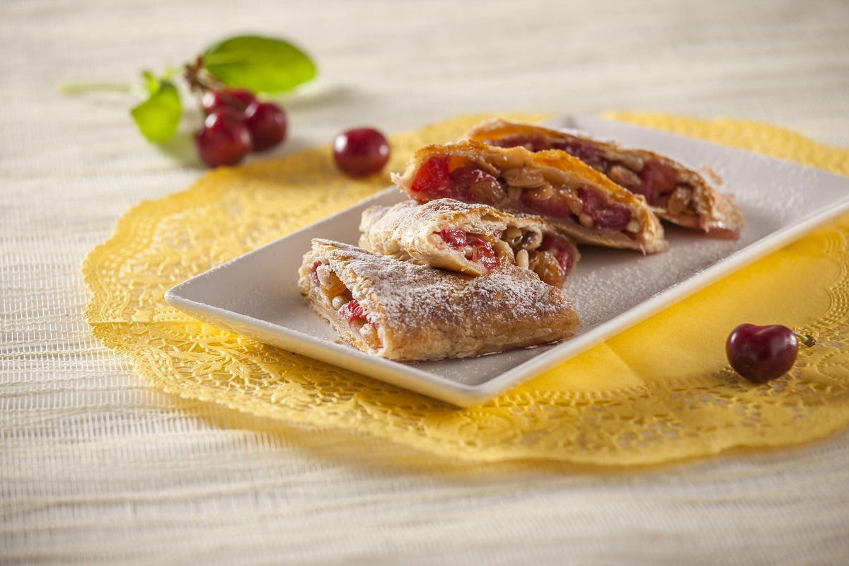 Strudel de cerejas e frutos secos