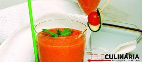 Sumo de tomate com pepino e hortelã