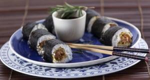 Sushi de farinheira frita com molho de mostarda, mel e rosmaninho