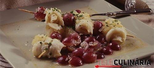 Espetadas de peixe-espada com uvas