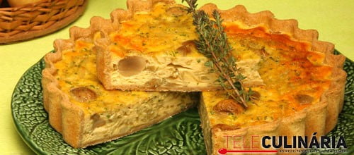 Tarte de cebola com queijo e cogumelos