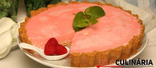 Tarte cremosa de tofu com gelatina de morango