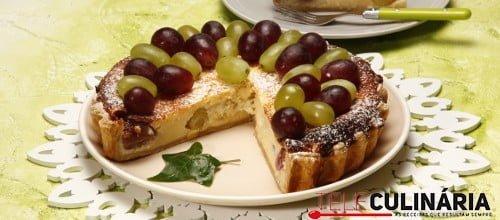 Tarte de queijo fresco com uvas