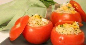 Tomates recheados com cuscuz