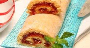 Torta enrolada com doce de tomate