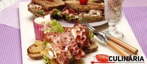 Tosta de frango com bacon e ananas 1 D