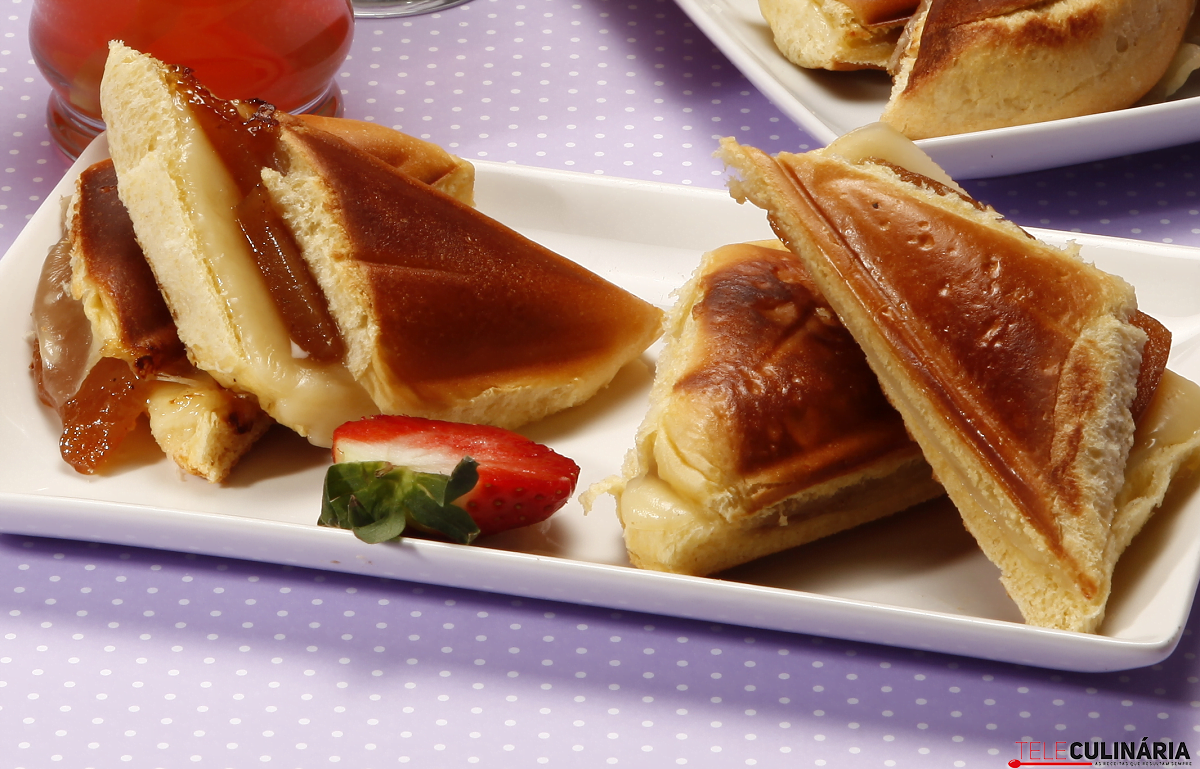 Tostas de marmelada com queijo