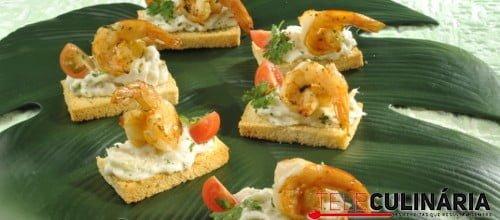 Tostinhas de bacalhau com camarão