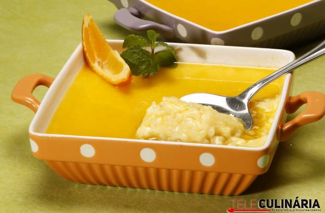 arroz doce com calda de laranja